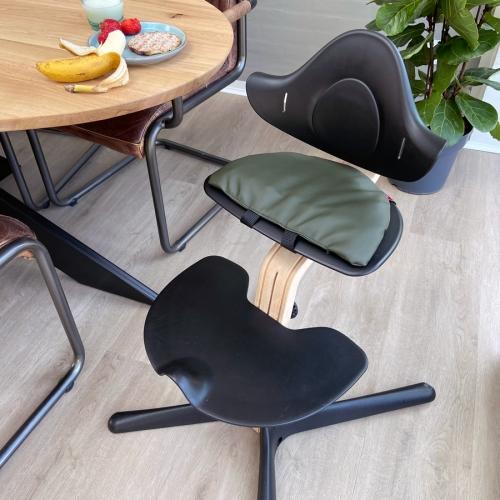 Sansemotorisk-siddepude-højstol
